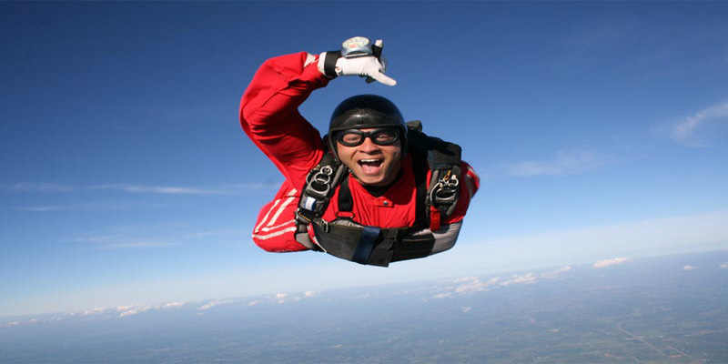 Quadriplegic sues skydiving club